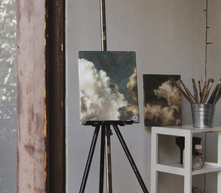 Lighting, Feng Shui & Walls: How To Decorate An Art Studio